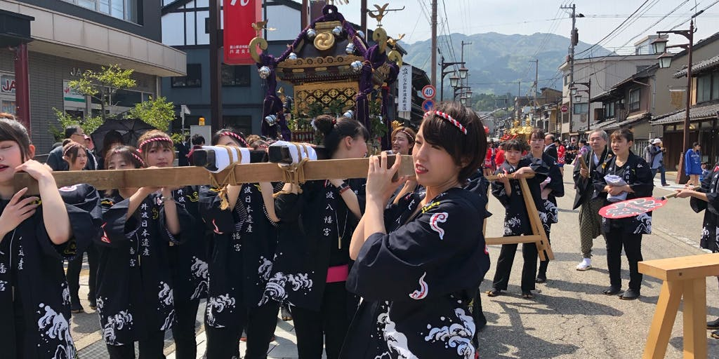 【女性限定】地域の春季大祭で井波地域を練り歩く神輿(みこし)の担ぎ手を募集!