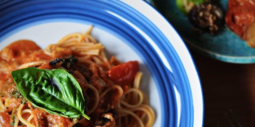 【限定10食】里山の新鮮な食材を、台所からお届けする。月に一度シェフが変わるランチ。
