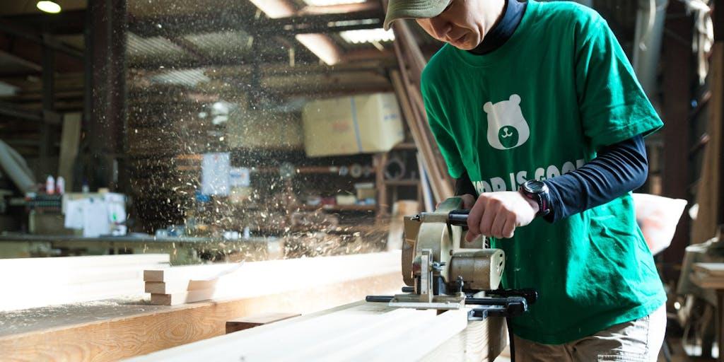 100年の時を刻んだ年輪は「熊野の木」の証。お客様にとことん向き合い全国の設計事務所や工務店と連携。移住者も多数働く製材現場体験プロジェクト