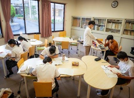 野村高校公営塾「あやぐも塾」 生徒が集中して学習しています