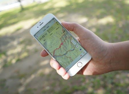 電波が届かない山の中でも現在地がわかる地図アプリで、登山者に安心・安全を提供しています。
