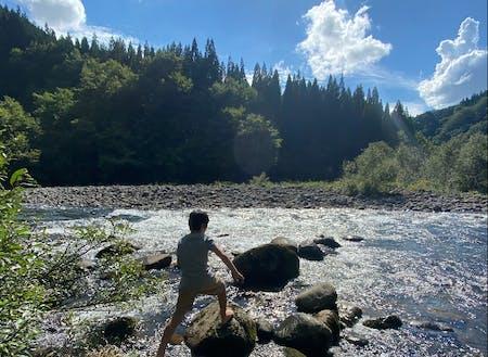 暑ければ川に遊びに◎自分で自身の心地よさをつくる力が育まれています