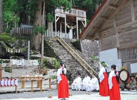 夏の創業祭の様子◎神社の祭りを一緒に体感してみませんか? ※TABITABI郡上より参照