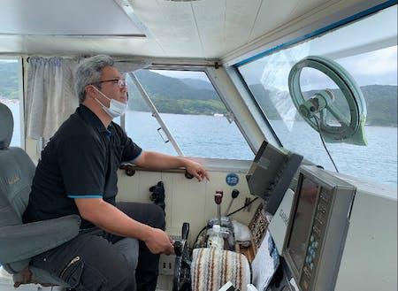 好きを活かして警戒船の操船をする半官半X職員