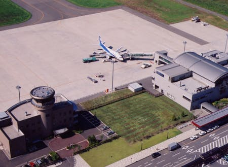 北秋田市内には「大館能代空港」があります。東京・羽田空港まで約70分と首都圏へのアクセスも良好です。