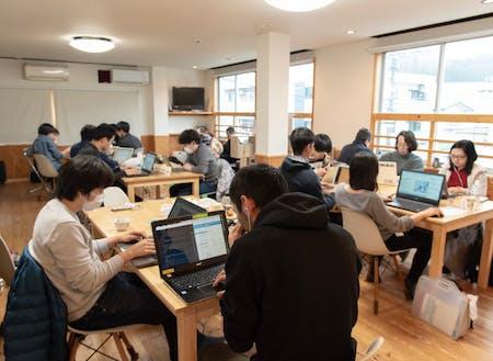 会場は24h利用可の会員制コワーキングスペース。集中して作業に取り組めます