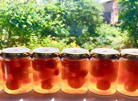 旬の果実を使って、年間180種類のジャムを作っています。