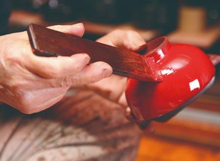 """湯沢市の伝統工芸・川連漆器は、800年間つくり方を変えずに実直なものづくりを繋いできました。800年続いてきた""""ものづくり""""を、もう800年続く産業にしていくための知恵を絞りましょう!"""