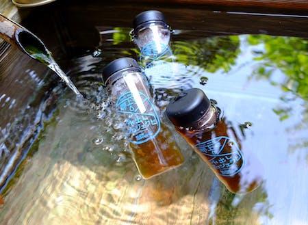 郡上八幡の水汲みスポットで水を飲み比べながらまちを歩く『水出しまち歩き』