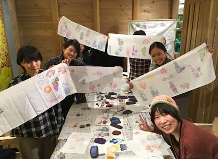シティプロモーションに取り組む先輩協力隊、塩野さん(写真右下)