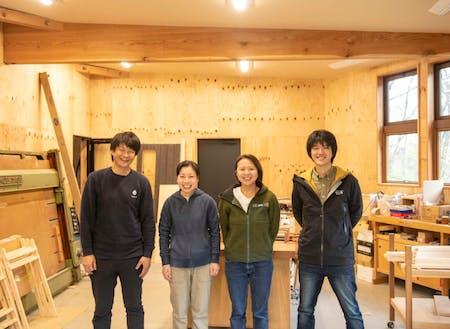 左から、中村(社長)、近藤(職人)、吉田(木工ディレクター)、奥田(森の企画室 室長)