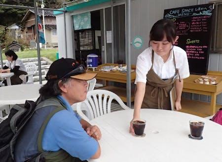 島内のカフェで接客体験