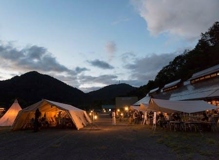 大規模なキャンプ場もあります。夏場に開催されるSCOTサマーシーズンに併せ世界各地よりキャンピングを楽しまれます。