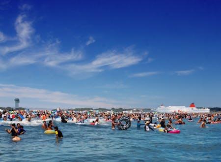 大洗サンビーチ。快水浴場100選にも選ばれているこの海は夏には海水浴客でにぎわう。
