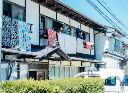 坂勘は宿場町に佇む築100年程度の古旅館です。多くの人々を受け入れた歴史と暮らしの趣が素敵なお家です。