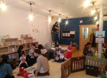ベビーマッサージやヨガ、子供英会話などのプログラムを企画