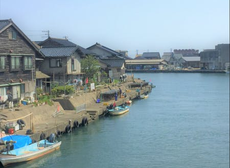 竹野のまちなみと日本海へ続く川湊