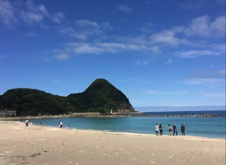 身近な浜辺は歩いて数分(竹野浜)