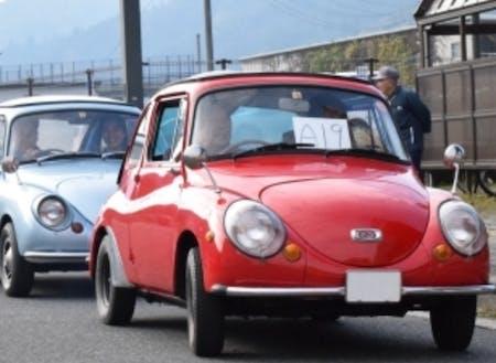 レトロカーのパレード