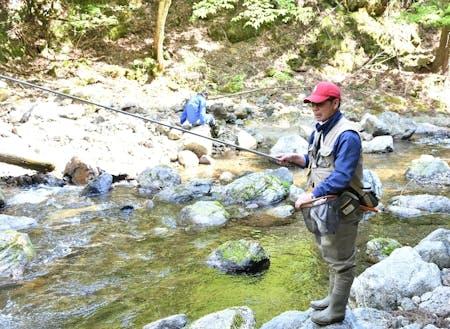 自然に囲まれながら渓流釣り