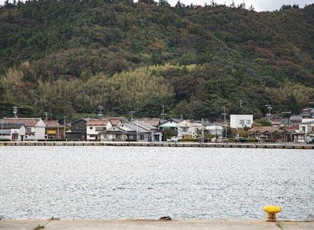 海士町は日本海に囲まれた人口2200人の離島