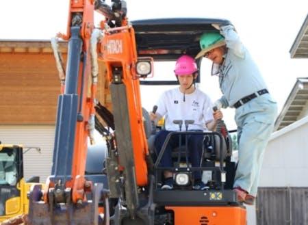 地元建設業と連携した重機作業体験会