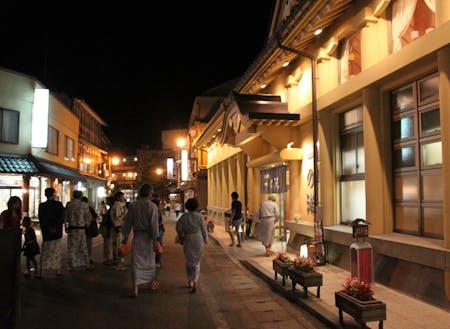 7つの外湯のある城崎温泉街を抜けるとアートセンターがあります