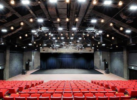 アートセンター内のホール (c)Madoka Nishiyama