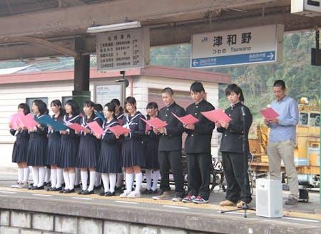 学校だけでなく、まち全体で学びの場を作る「駅のステージ」