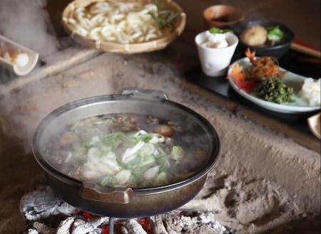ふだ楽鍋は、仏教用語の補陀落から名付けられた上田むらのご当地鍋