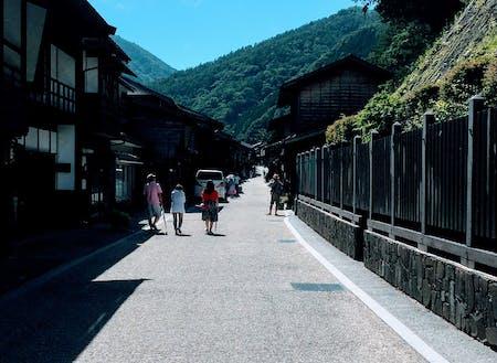 中山道の宿場町「奈良井宿」では、ノスタルジックなカフェや雑貨巡りも!