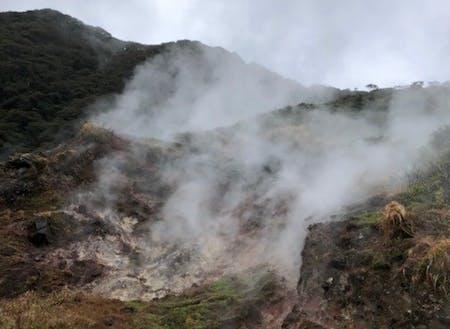 地熱蒸気の噴気孔「ひんぎゃ」