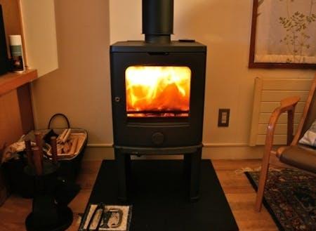 まきストーブの炎、冬でも暖かい暮らしがあります!