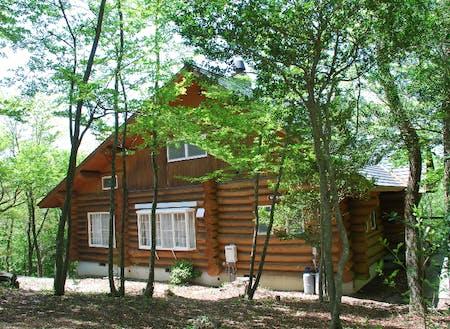 森の中の宿泊棟