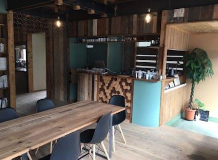 拠点となるシェアスペース。コーヒースタンドやシェアキッチンが併設されています。