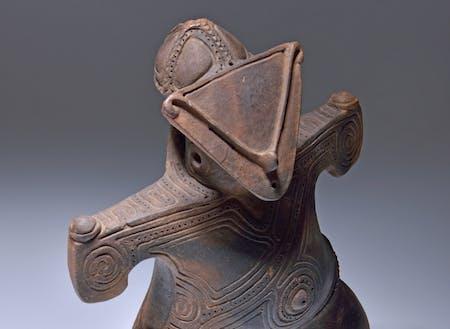 国宝の土偶「仮面の女神」この地には縄文時代からデザインが溢れています。