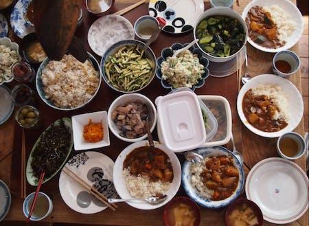 旬の食材が並ぶ豊かな食卓