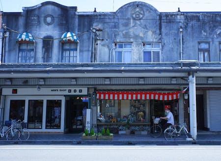 大正末期~昭和初期のレトロな街並みが残る商店街