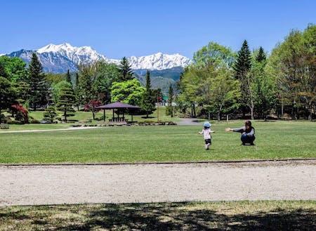 広い公園でのびのび子育て