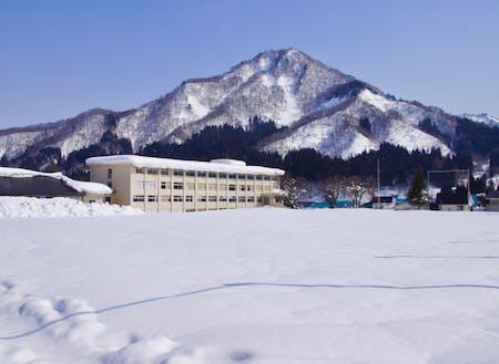 「まだまだこんなものじゃない」只見の雪に溶け込む只見高校