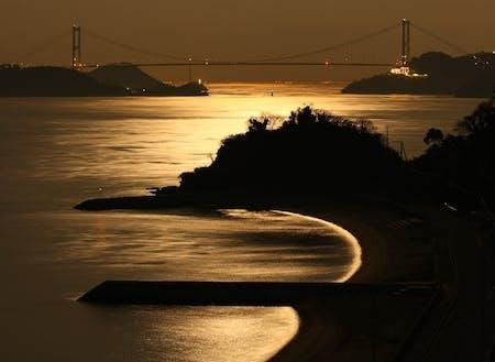 波方から見る来島海峡大橋 息を呑むような絶景は身近に存在する