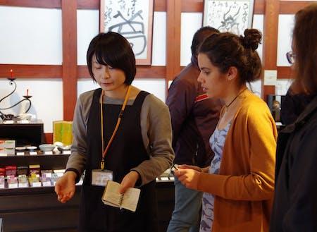 (過去の事例1)老舗和ろうそく店での海外マーケティングインターン。七尾市が誇る伝統工芸品「和ろうそく」が大学生の手で海外へ届けられるよになりました。