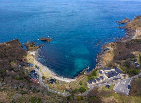 澄んだ海と入り組んだ岩礁が特徴の木ノ浦海岸は、ダイビングスポットとしても有名です。