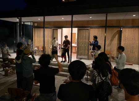 第一弾では、箱根山テラスという地域に愛されるカフェのテラスで行いました!
