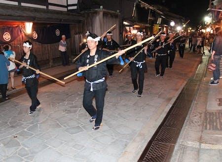 風情のある街並みで行われる「御印祭」