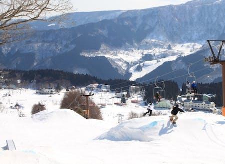 スキーやスノーボードなど、四季を通じて楽しめます