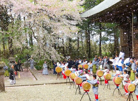 毎年4月28日に開催される勝常念佛踊り