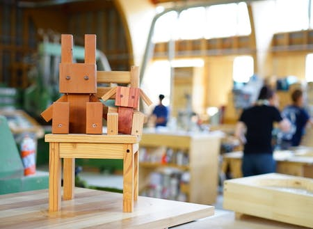 イベントごとに使われるおもちゃや景品などの細かなものを作ることも