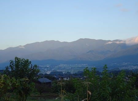 どこにいても、南アルプスや中央アルプスなど山が見えます。