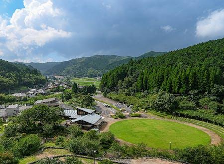 高取山公園の展望からの景色。円形の芝生広場はふれあい広場